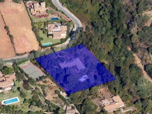 Terreno en Cascada de Camoján-Golden Mile 4.166 m2