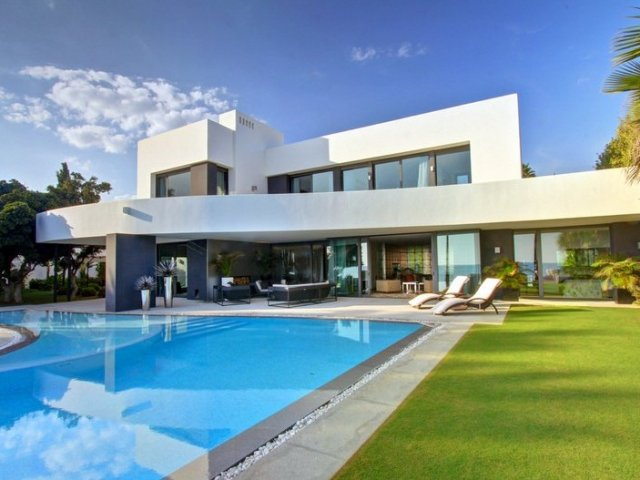 Los Monteros Playa Beachfront 7 bedrooms  Modern Villa