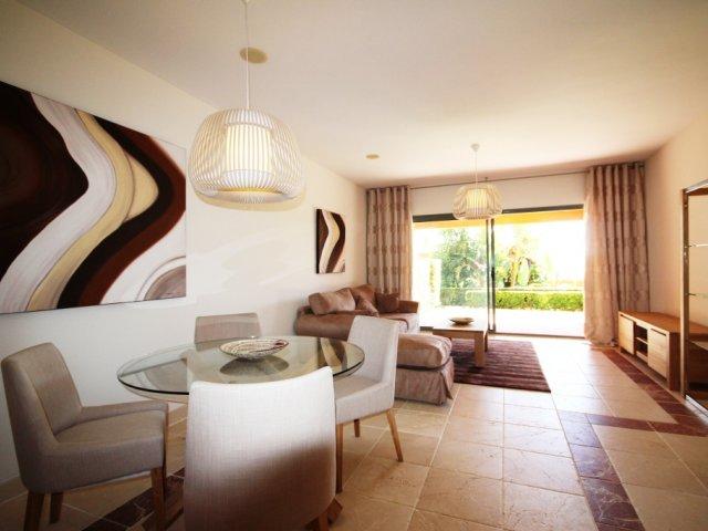 Apartamento de 2 Dormitorios Planta Baja en Benatalaya, Nueva Atalaya, Estepona.