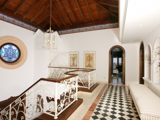 Villa Capanes, Stunning 5 bedrooms villa, Benahavis.