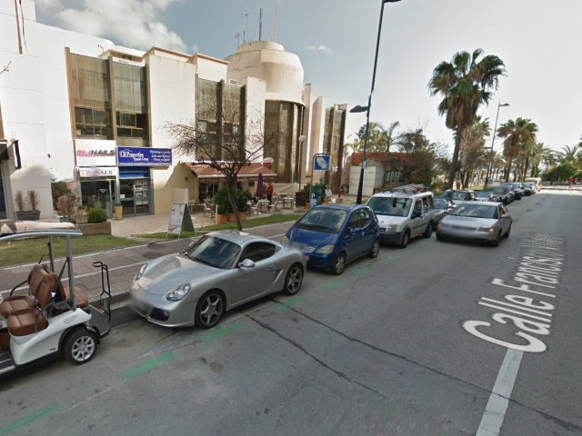 Cafeteria  in the heart of Puerto Banus - For Lease -