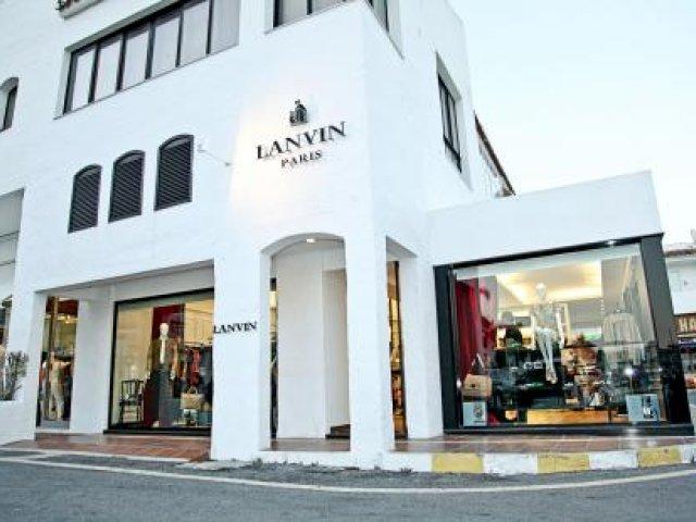 Local Comercial de Gran Lujo en Primera Línea de Puerto Banus, 2 Niveles - Apertura Inmediata -