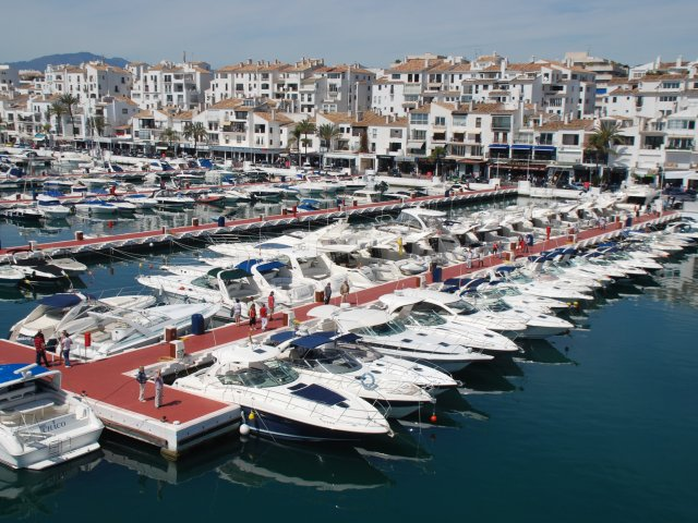 Commercial Space for Coffee Shop / Fast Food, Second Line Puerto Banus,  - Immediate Opening -