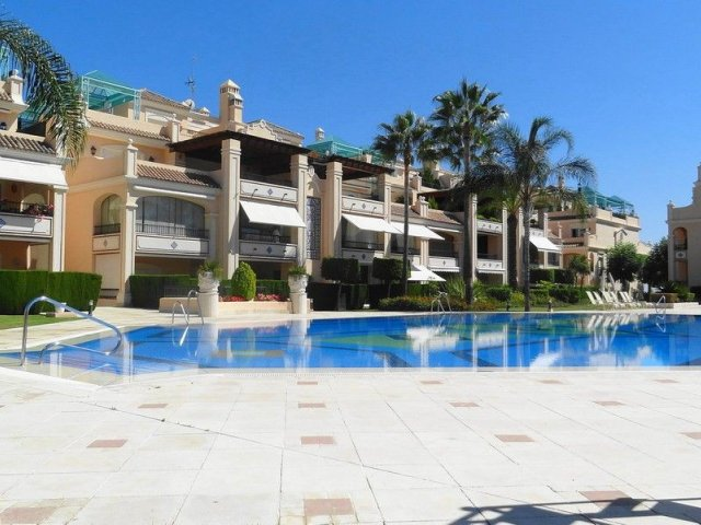Lomas de Sierra Blanca - Golden Mile - 3 bedrooms apartment with private garden.