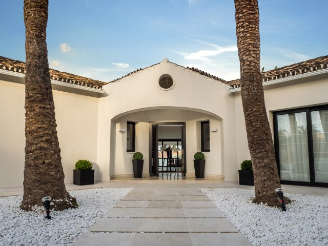6 Bedroom Contemporary Villa Nueva Andalucia Golf Valley