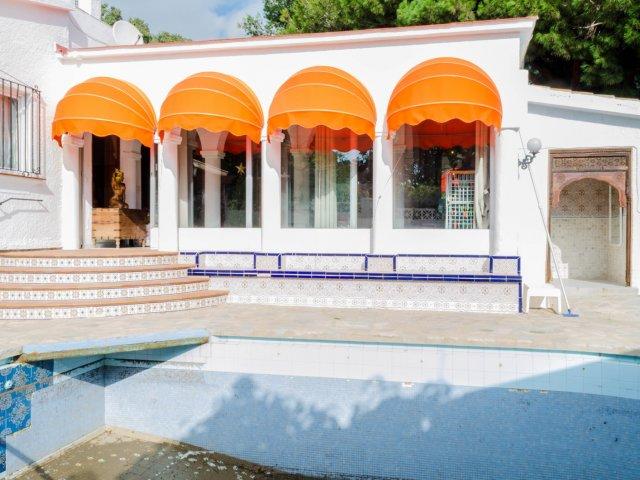 OPORTUNIDAD - Villa rústica para reformar en Costabella, 1087m2 de terreno.