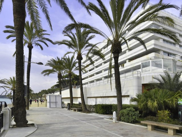 Marina Mariola Marbella, Penthouse 3 Bedrooms Duplex Apartment with Private Pool.