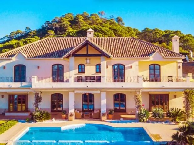 New Golden Mile Estepona, Elegant 5 Bedrooms Villa