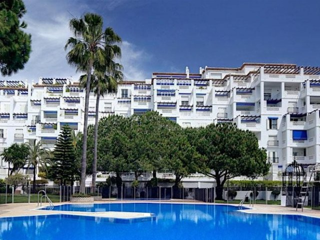 Playas del Duque Edificio Cadiz, Apartamento 2 Dormitorios en Alquiler