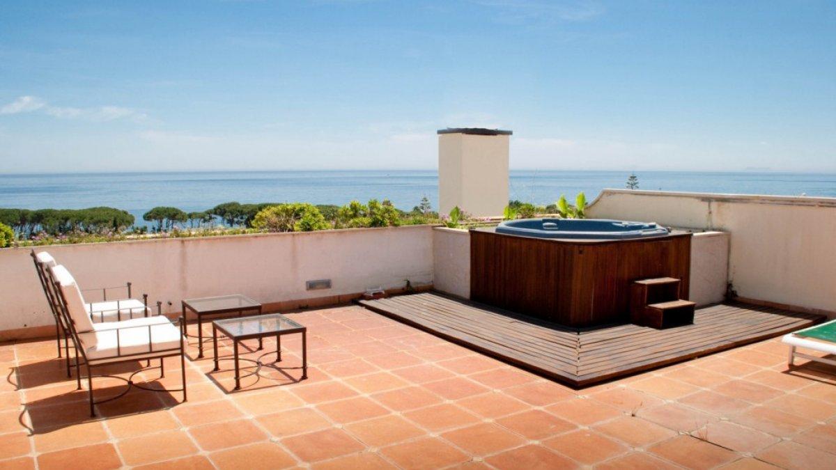 Guadalpin marbella 2 dormitorios atico jacuzzi highcliffe estates - Jacuzzi para terraza ...