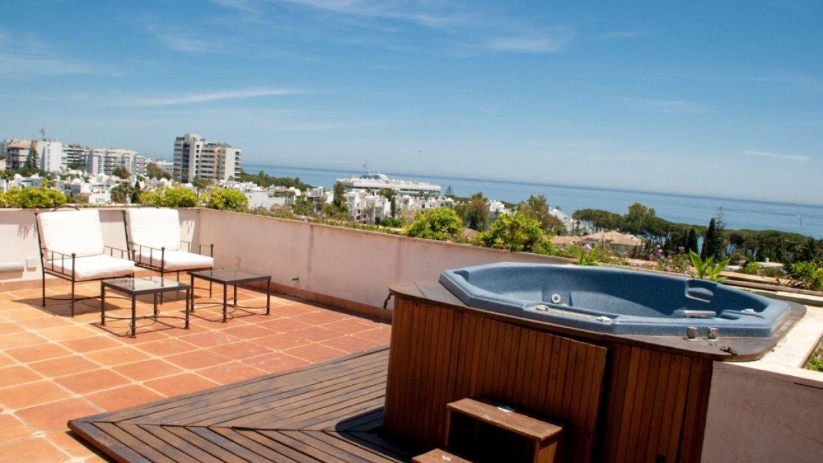 Guadalpin marbella 2 dormitorios atico jacuzzi - Jacuzzi en terraza ...