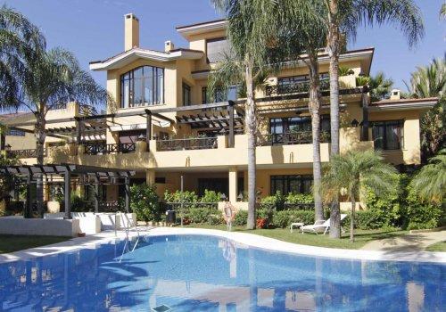 Bahia de Banus, Elegante Villa Bungalow 3 Dormitorios con Piscina Privada.
